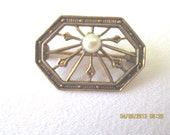 Delicate brooch c1910 gold toned metal and pearl