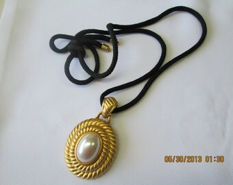 Convertible pendant brooch oval pearl in gold setting with black cord