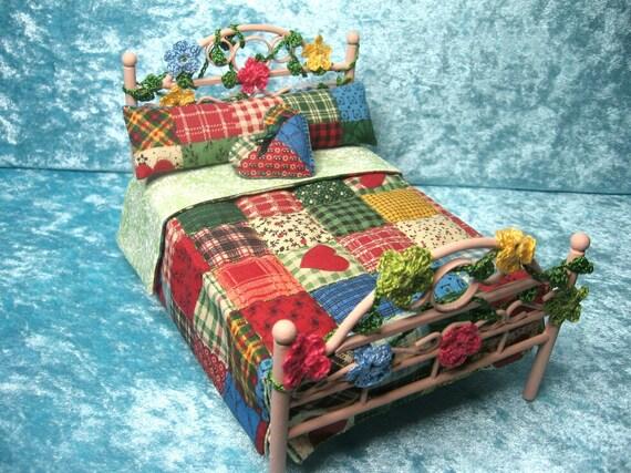 Cama con edredon patchwork estilo country miniaturas para - Casas de patchwork ...