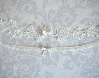 Ivory Lace Garter Set, Toss and Keepsake Garter, Flower Garters with Bows, Venise Lace Garters, Custom - 109G