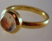18ct gold ring with moonstone