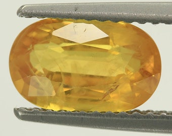 100% Natural 2.38 Cts Natural Faceted Loose Yellow Sapphire Chanthaburi Gemstone Supplies