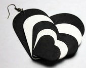 Twisted Heart earring in black and white