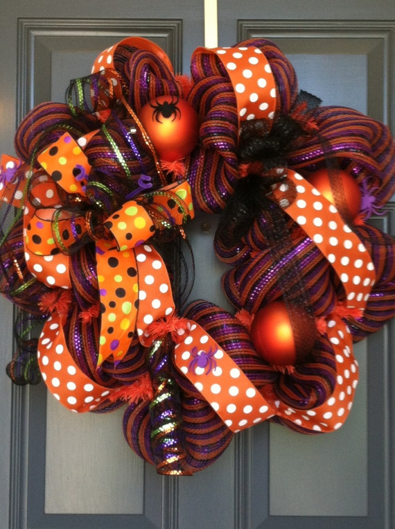Halloween wreath for front door or inside your home for Cute halloween decorations to make at home