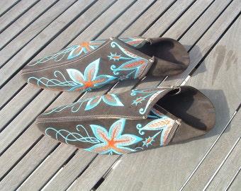 SIZE 37 excellent marrocan shoes in suede with embridery pre-owned made in Marroco  circa 1980's