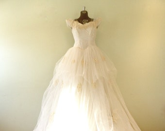 Vintage 1950's Wedding Dress / XSmall/Small / Dress with Train / Dress with Veil