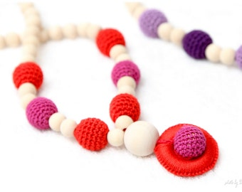Red and Fuchsia Breastfeeding mom necklace - Teething toy with wooden ring pendant