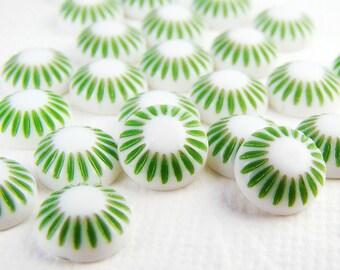 Vintage Plastic Green & White Sunburst Flower 8mm Cabochons - 10