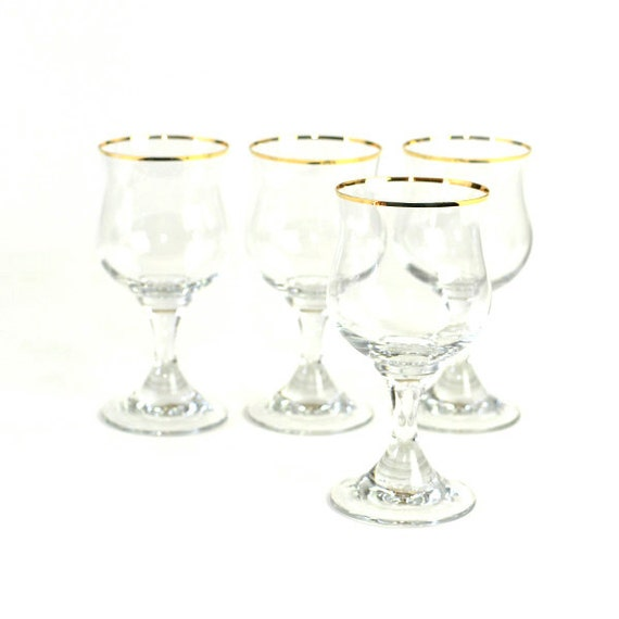 Gold Rim Wine Glass Goblets - Classic Stemware with Elegant Golden Accent Trim - Vintage Home Kitchen Decor