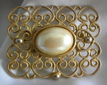 Gold Tone Filigree with Faux Pearl Cabochon Brooch Pin - Unsigned - Vintage