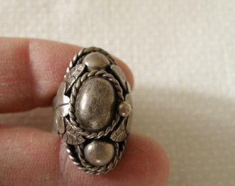 Taxco Old Pawn Native American Sterling Silver Ring - Size 6 1/2 U.S.