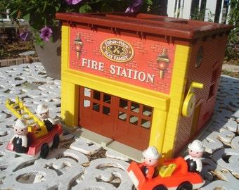 Vintage Fisher Price Fire Station & trucks / firemen 1979,  928
