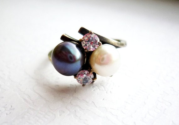 Silver Cultured Pearl Ring,Pearl Jewelry, Black and White Pearls, Toi et Moi means You and Me, Free Shipping to EU, US, CAN