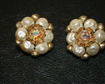VIntage earrings, earrings, clip on earrings, cluster earrings, old earrings, pearl like earrings