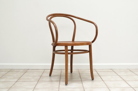 on hold thonet corbusier chair has label. Black Bedroom Furniture Sets. Home Design Ideas
