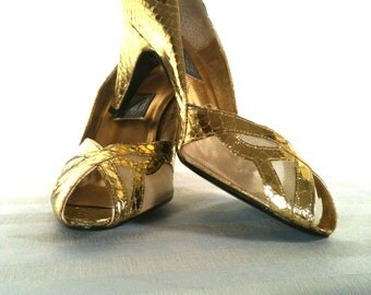 80s gold, mesh abstract toe / pumps, prim to punk / sparkle 80s / vintage / size 5 US
