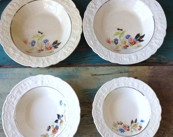 Old Holland Ware Universal Cambridge Ohio 4 Different Sized Bowls Vintage Bowls Vintage Dishes Red Blue Pink Floral China Bowls Design