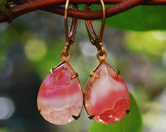 Pear shaped drop earrings. Estate style pink and white givre earrings. Vintage jewellery.