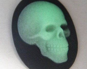 2 pcs of glow in the dark skull came-30x40mm-RC0169-glow in dark
