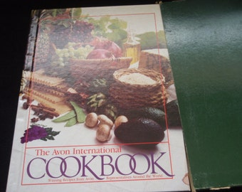 Vintage Cookbook  Avon International Cookbook  Recipes from around the world  1983 Edition