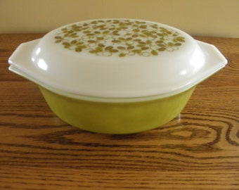 Pyrex  Verde Casserole with Lid