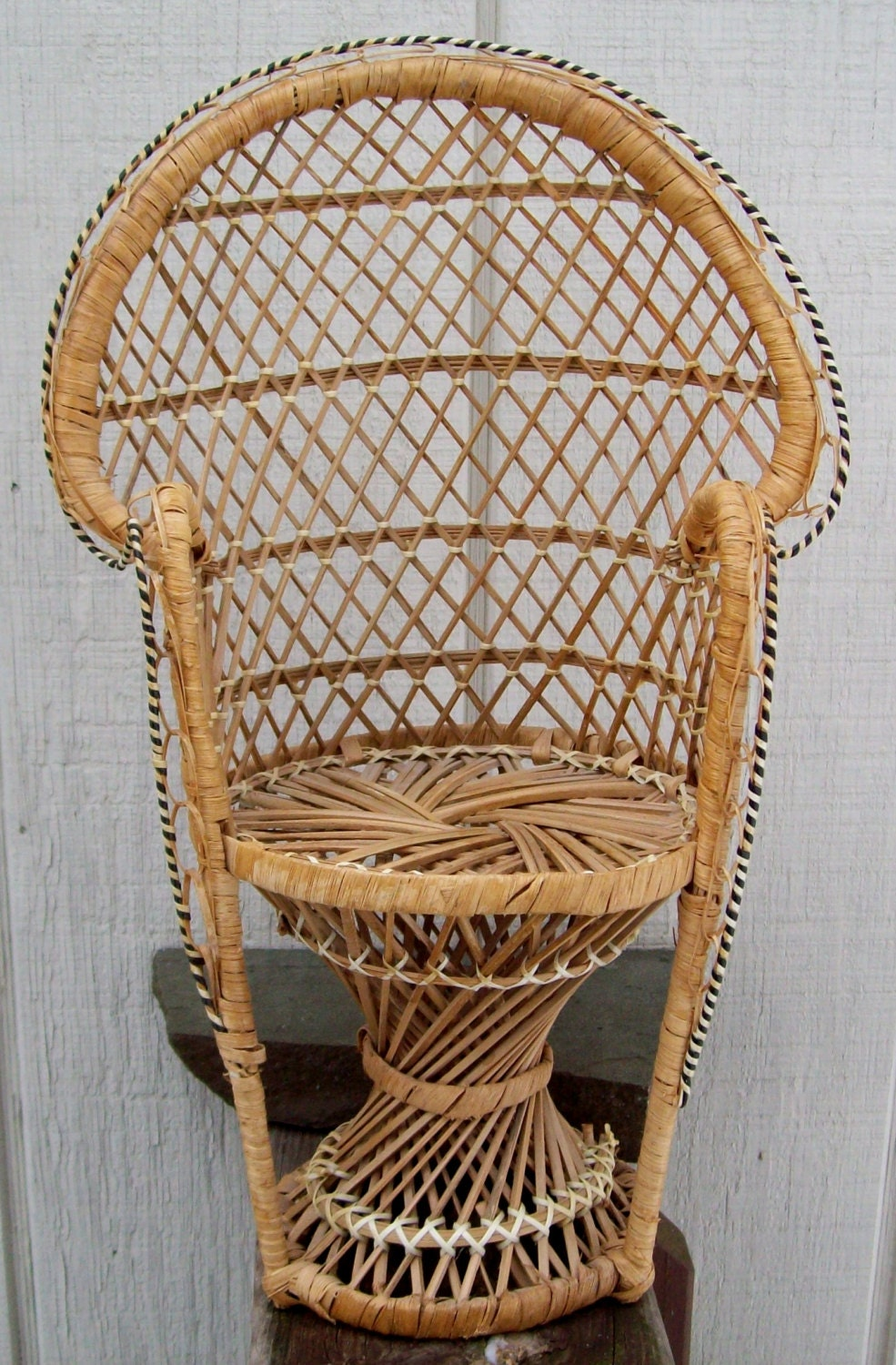 Vintage Small Wicker Chair Decor