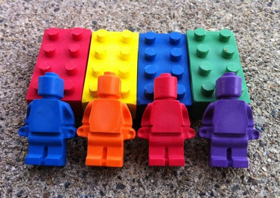 8pk. Bricks & Mini figures- Light colors