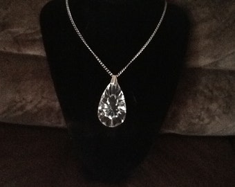 """Very nice vintage silver tone necklace on 26"""" chain"""