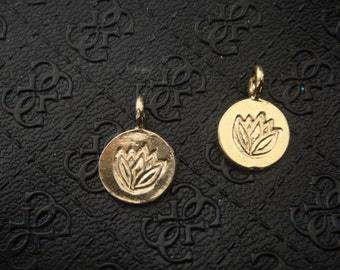 18k gold plated 925 sterling silver lotus flower charm, vermeil lotus flower charm, pendant 1 pc. ,shiny gold