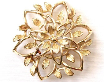 SALE Vintage Sarah Coventry Gold Flower Brooch Pin Light Gold Tone Signed Sarah Cov Coventry Classic Design