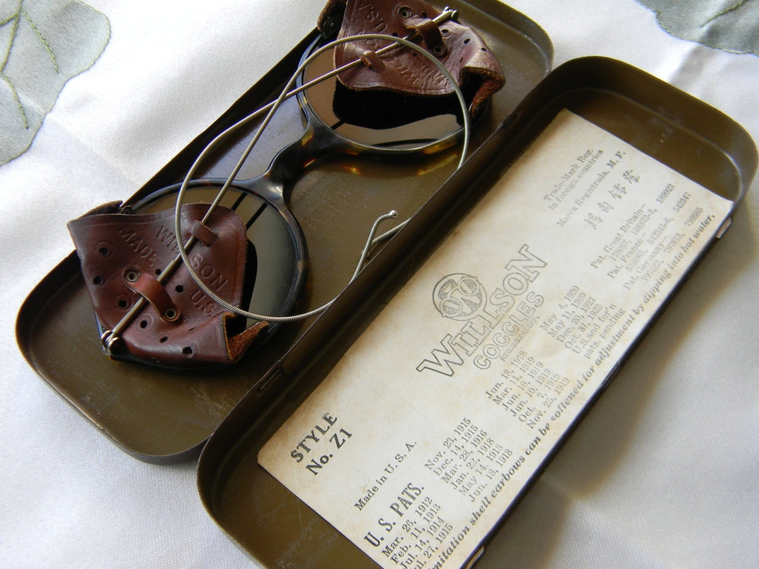 What Is Leather Made Of >> Vintage Willson Goggles Glasses And Tin Case Style Z1 Safety