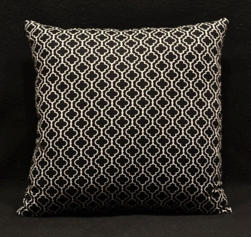 Moroccan Quatrefoil decorative throw pillows by OldLakeGeorge