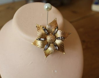 50s gold plated stylised flower brooch.
