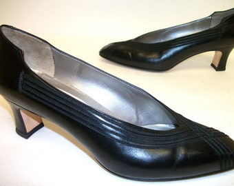Vintage Size 7 B  Amalfi Black Pumps or Shoes Diavolo