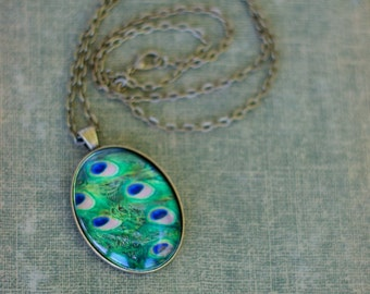 Peacock feather photo necklace pendant. Antique bronze. Blue, green. Bird, nature, vintage.