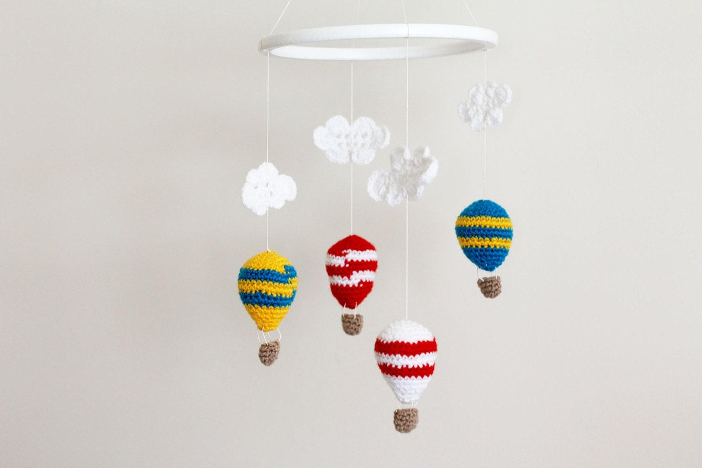 b b mobile crochet hot air ballons mobile b b berceau par lalaka. Black Bedroom Furniture Sets. Home Design Ideas