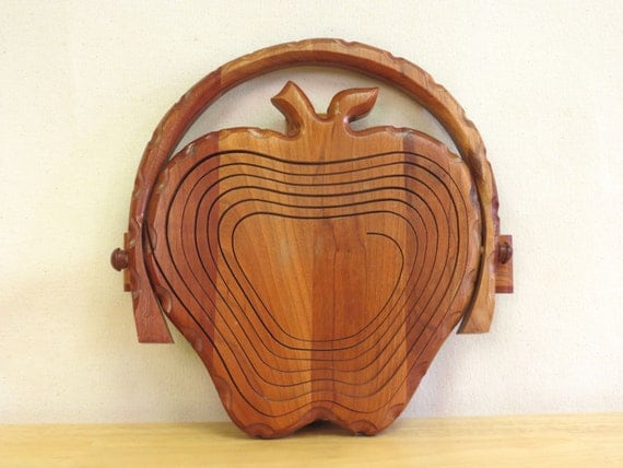 Vintage Wooden Folding Apple Basket - Trivet - Collapsible Fruit Bowl - Country Kitchen