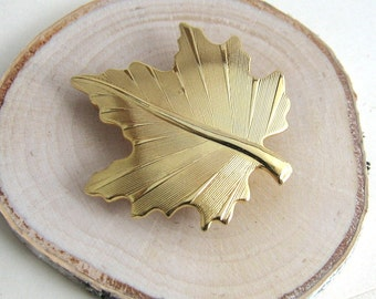Vintage Fall Maple Leaf Brooch, Gold Pin, Vintage Pin, Vintage Leaf Brooch