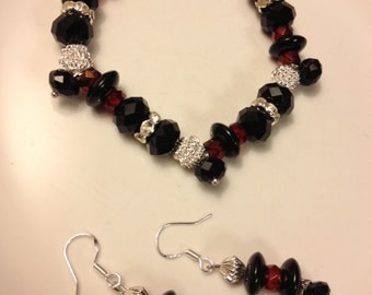 Bracelet-Black and red round glass set of earrings and bracelet