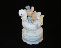 Vintage Bisque Porcelain Box China Bride and Groom Mice Ceramic Music Box floating Decorated Swan Hand Painted Trinket Box Made in China