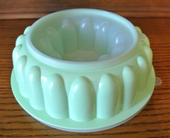 Oui. Vintage jello mold girls!!