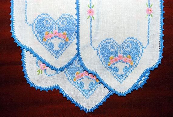 vintage dresser vanity scarf set 3 embroidered hearts