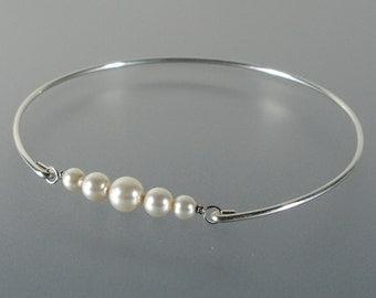 Wedding Bangle Bracelet, Bridal Jewelry, Silver Pearl Bangle Bracelet, Bridesmaid Jewelry, Bridesmaid Gift Ideas, Wedding Bracelet (P 121S)