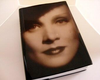 Marlene Dietrich - Maria Riva, Marlene Dietrich Biography, Marlene Dietrich photos, pictures, old Hollywood movie star