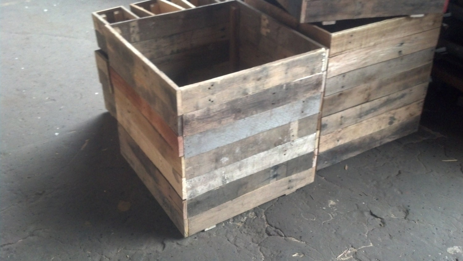 24 cubed recycle pallet planters for Recycle pallets as garden planters