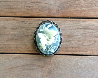 Resin cameo from the 60's