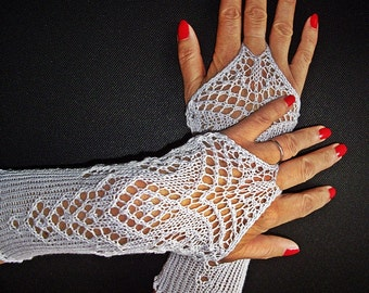Lace arm warmers in silver-white