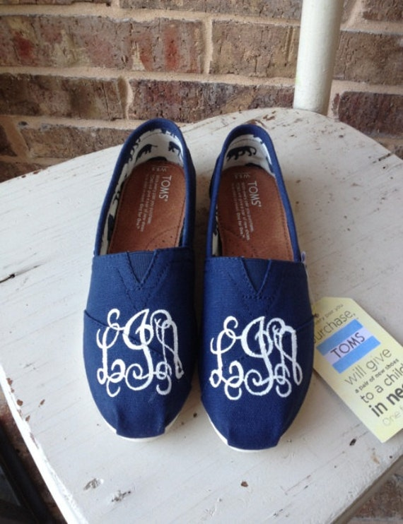 hand painted vine monogrammed custom toms by brushandbow on etsy
