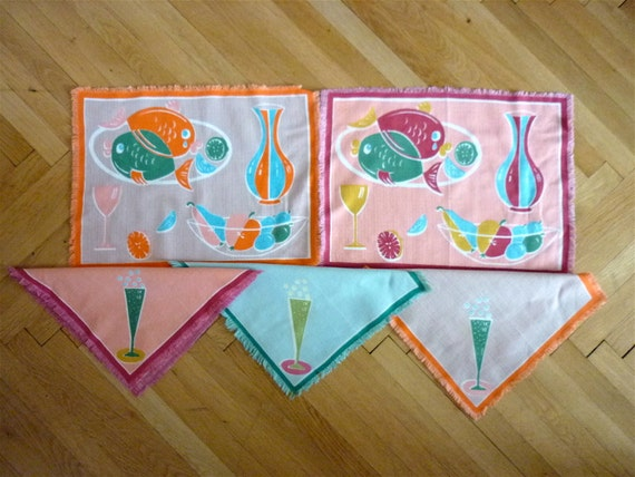 Fruit Fish Bubbly 5pc Set Retro Whimsy, 1950s Midcentury Place Mat and Napkins, Lovely for Sewing Scrapbooking Altered Art Projects