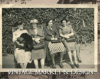 Vintage Photo-Ladies in Waiting-No.PH0014- Image Download